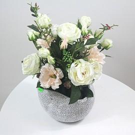 Dirbtinių gėlių puokštė...
