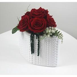 6 miegančios rožės vazelėje