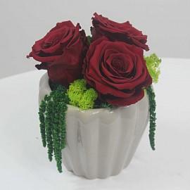 Trys MIegančios Rožės...