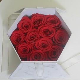 """Rožės dėžutėje """"Maža..."""